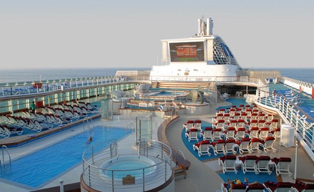 Dawn Princess swimming pool